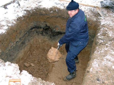 Копаем продолговатый котлован для печи