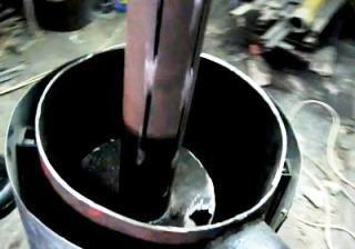 Вставляем трубу для воздуховода