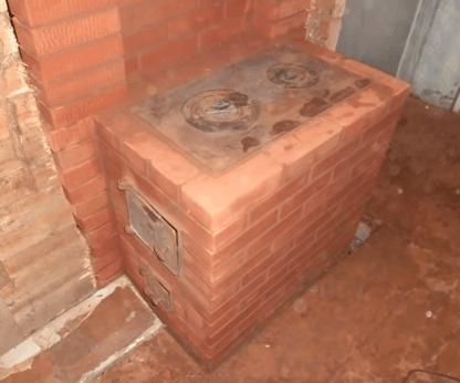 Кирпичная печь с плитой для дома на дровах