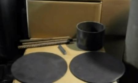 Вырезаем верх и низ печи из стали
