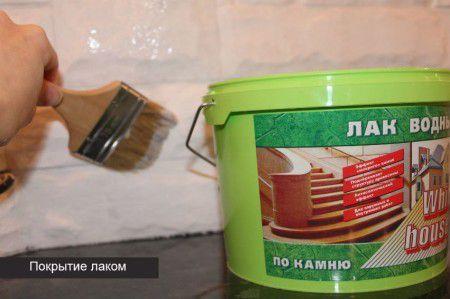 Покрытие лаком декоративных элементов камина