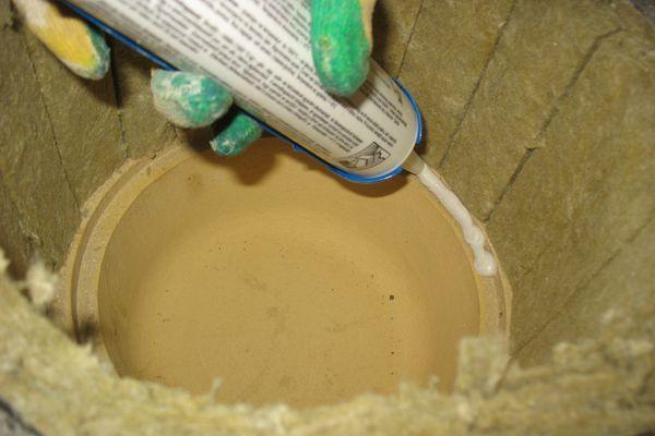 Соединение труб выполняют на жаропрочный герметик