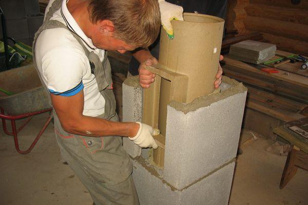 Установка трубы с отводом для ревизионной дверки