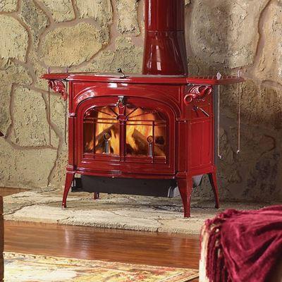 Камин, окрашенный красной термостойкой краской