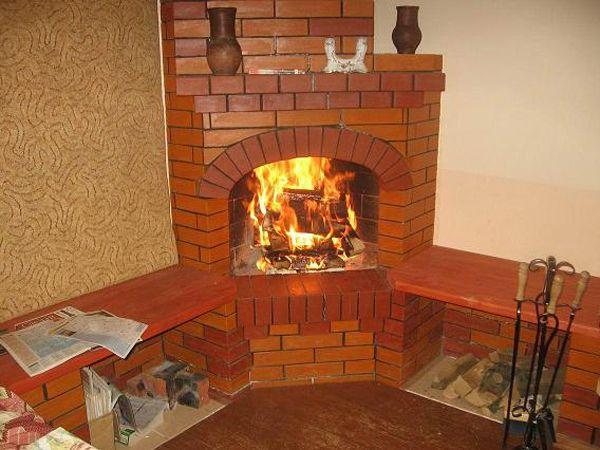 Печь-камин из кирпича для дачи