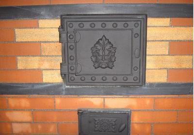 Не забываем про чугунные детали печки - они тоже нуждаются в защите и декорировании