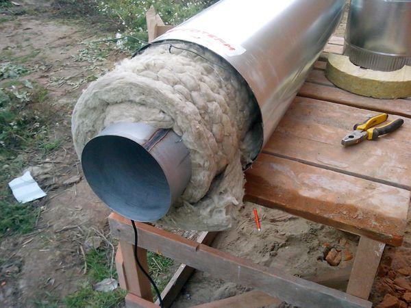 Изоляция трубы с помощью каменной ваты и металлического листа