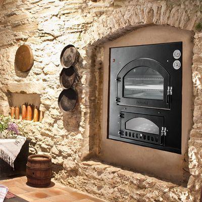 Печка, встроенная в стену