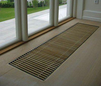 Плинтусный конвектор создаст эффективную тепловую завесу у дверей и окон