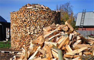Так традиционно складывают дрова, к примеру, в Брянской области