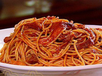 Даже простым макаронам или спагетти соус барбекю прибавит привлекательности