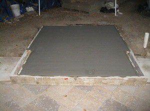 Залитый бетоном фундамент печки