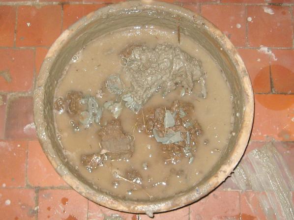 Глина, раскисающая в воде