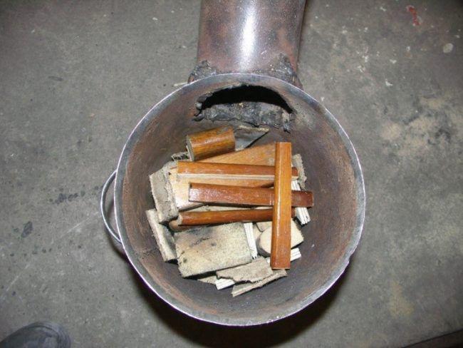 Закладка топлива в печку