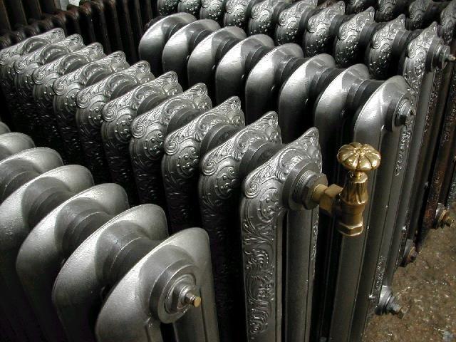 Современные чугунные радиаторы окрашивают на заводе специальной краской