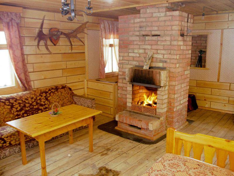 Интерьер дачного дома с печкой