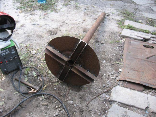 Привариваем трубу к стальному кругу