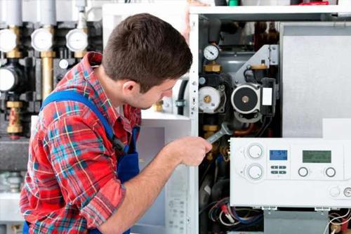 Мастер сделает ремонт оборудования