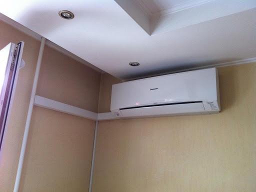 При низком потолке важно помнить, что расстояние до объекта охлаждения рекомендуется 1,5 метра