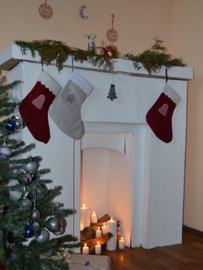 Картонный камин к Рождеству и новогодним праздникам